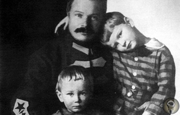 Жизнь и смерть Михаила Фрунзе «Жребий брошен» Михаил Фрунзе родился в 1885 году в семье мещанина-фельдшера и дочери народовольца. Место его рождения Пишпек (так в ту пору назывался Бишкек). В