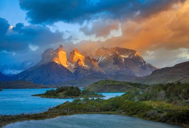 Рассвет на озере Пеоэ (Торрес дель Пайне, Чили) Фото: Глеб Тарро