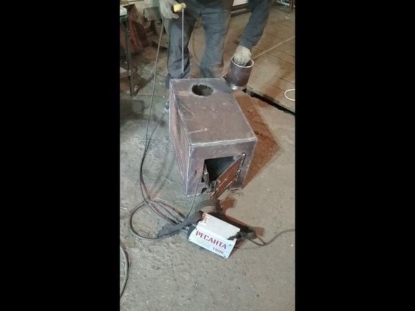 Выжигание электродом отверстия в буржуйке, под трубу