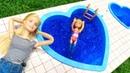 Barbie ailesi. Chelsea havuz sezonunu açıyor