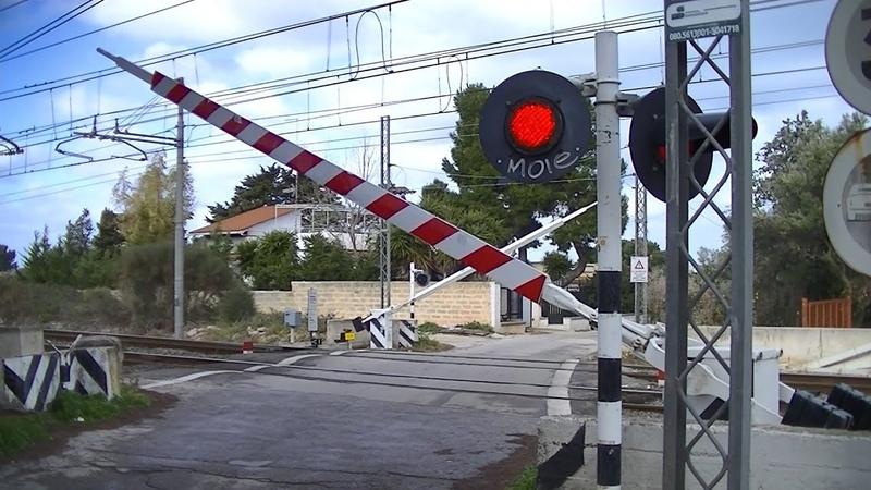 Spoorwegovergang Bari Torre a Mare I Railroad crossing Passaggio a livello