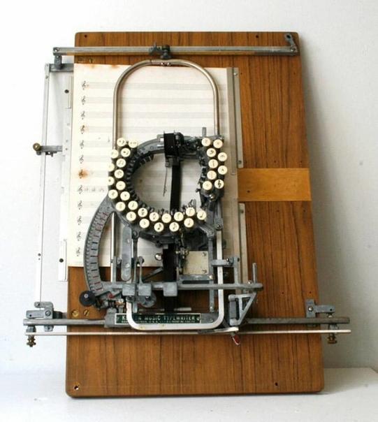 Печатная машинка для записи нот