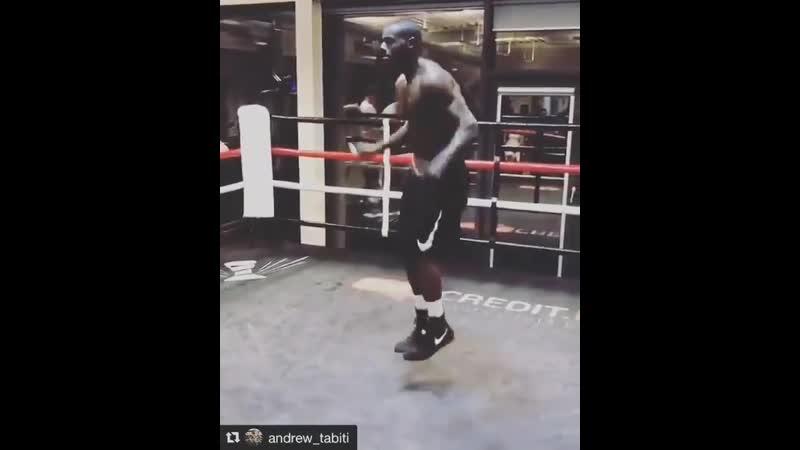 Чёткая боксёрская тренировка на скакалке