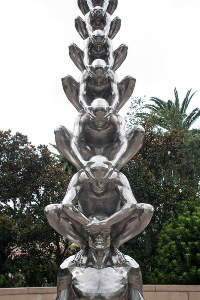 Карма  название инсталляции корейского скульптора До Хо Су (Do Ho Suh