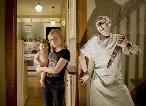 Няня Молодая девушка нанялась няней к богатой паре, которая жила в уединённом старом доме. Однажды вечером они собрались в кинотеатр и оставили няню одну присмотреть за их детьми. Когда часы