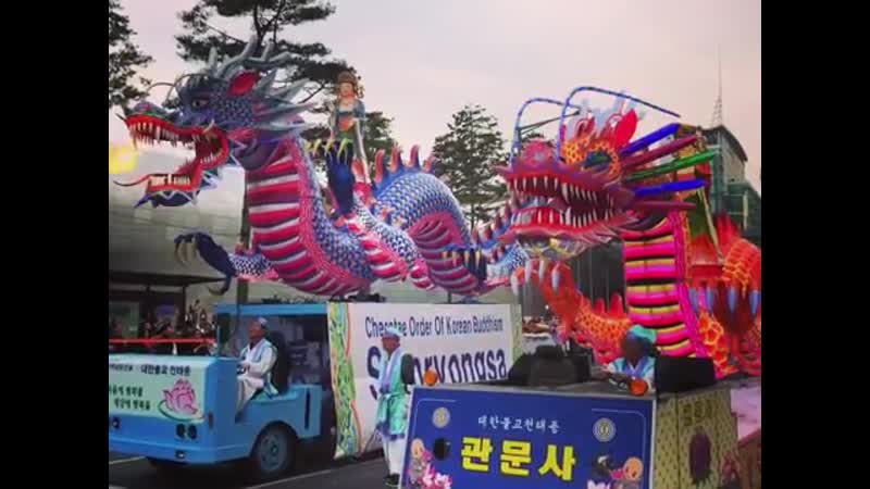 Парад лотосовых фонарей в Сеуле