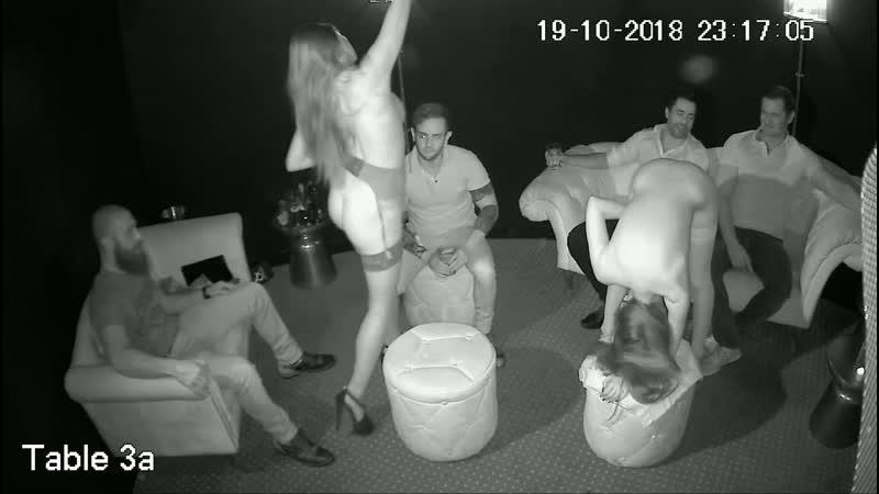 Голые девушки в стриптиз клубе