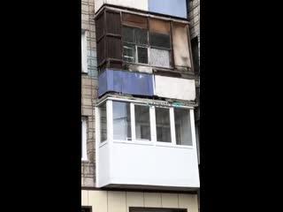 С балкона на ул.42 Краснознаменной на людей вылили ведро воды (Barnaul22)
