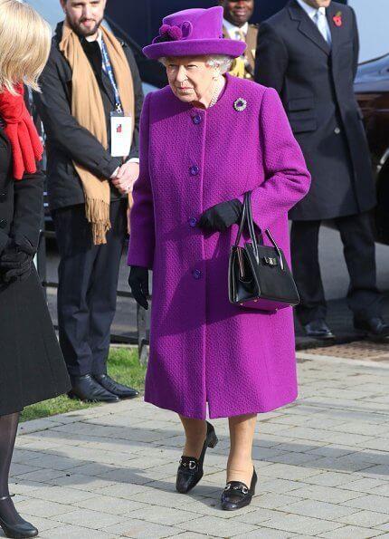 Королева Елизавета Наоми КэмпбеллНаоми УоттсКарли КлоссМила Кунис с дочерью