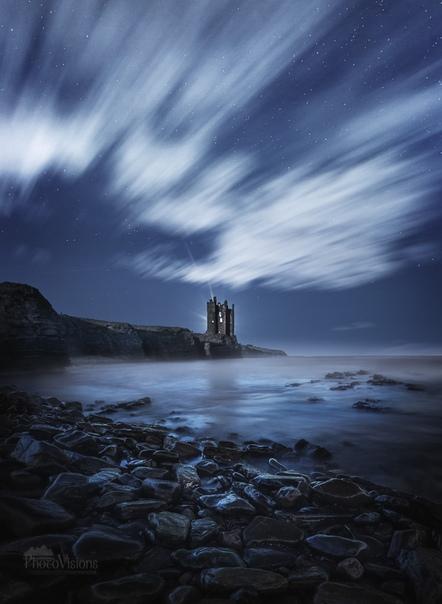 Руины старого замка Кейс на скалах Шотландского нагорья, Северная Шотландия.