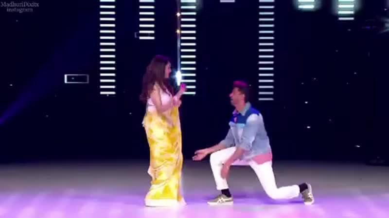 Ритик Рошан и Мадхури Дикшит на шоу DanceDeewane (видео 1)