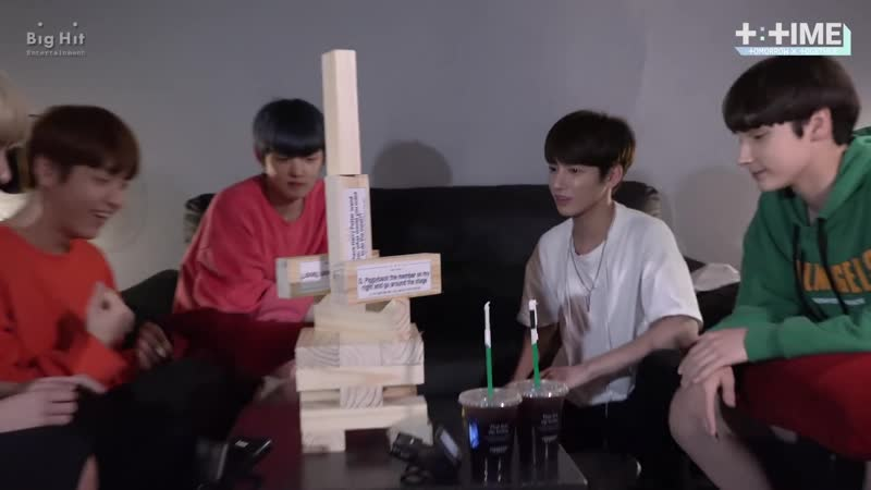 [T TIME] TOMORROW X TOGETHER Practicing jenga game! - TXT (투모로우바이투게더)