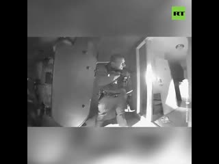 Arizonska policija je provalila u kuću da bi uklonila nevakcinisano dete