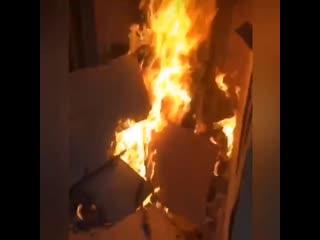 В Кировском районе девушки сожгли дом, который строила местная жительница