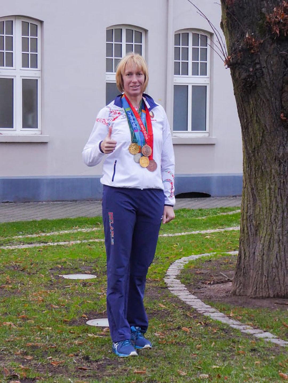 Екатерина Карстен с олимпийскими медалями. Фото: личный архив