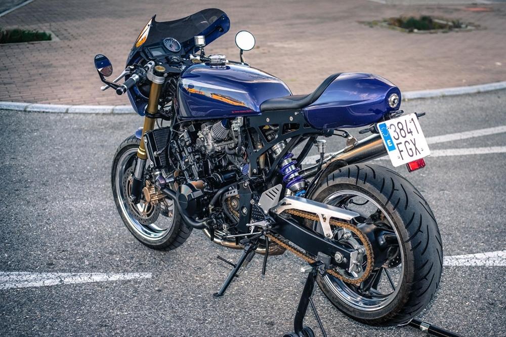 Three Stone Cycles: Кафе рейсер Honda Hornet