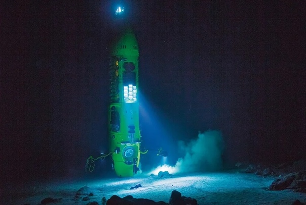 Джеймс Кэмерон: погружение на дно Марианской впадины. Часть 2. 10:30, глубина 10 877 метров, скорость 3 м/cВсегда чуть медлишь, перед тем как нажать на переключатель, отвечающий за сброс