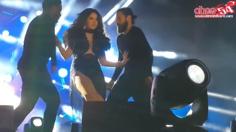 Hadise Konserde Yine Rahat Durmadı FRIKIK USTUNE FRIKIK HD IZLE - YouTube