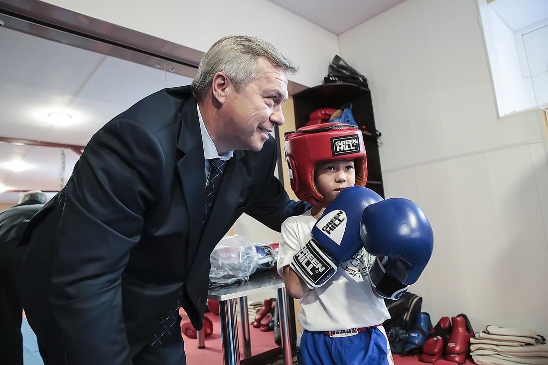 Губернатор области Василий Голубев направил средства для спортивных Таганрога и Шахт