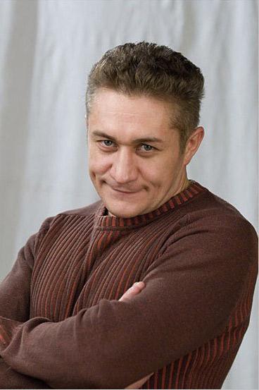 actor Олег Кассин. Олег Анатольевич Кассин (род. 8 марта 1970) - российский актёр и режиссёр театра и кино. Биография. Детство и юность. Родился в Магнитогорске. В 2-летнем возрасте он переехал