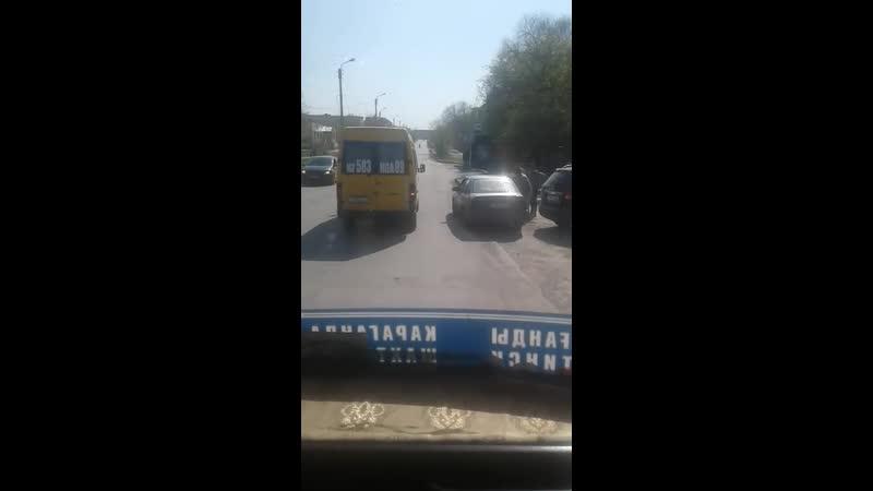 28) водителя желтого микроавтобуса, ГРНЗ 583 KGA 09, который 11.05.2019 г., в 16 ч.10 м., на остановке «Волга» нелегально взял н