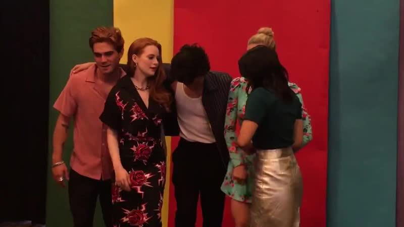 20 июля Камила и каст сериала Ривердейл в студии Los Angeles Times в рамах фестиваля Comic Con