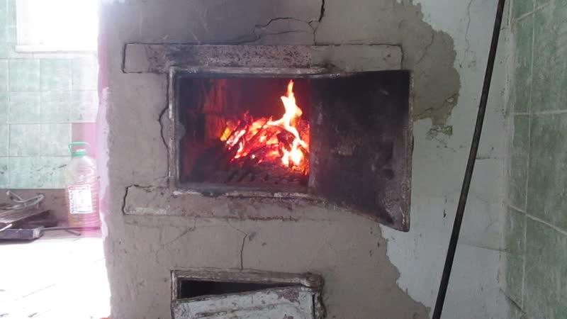 Бьётся в тесной печурке огонь