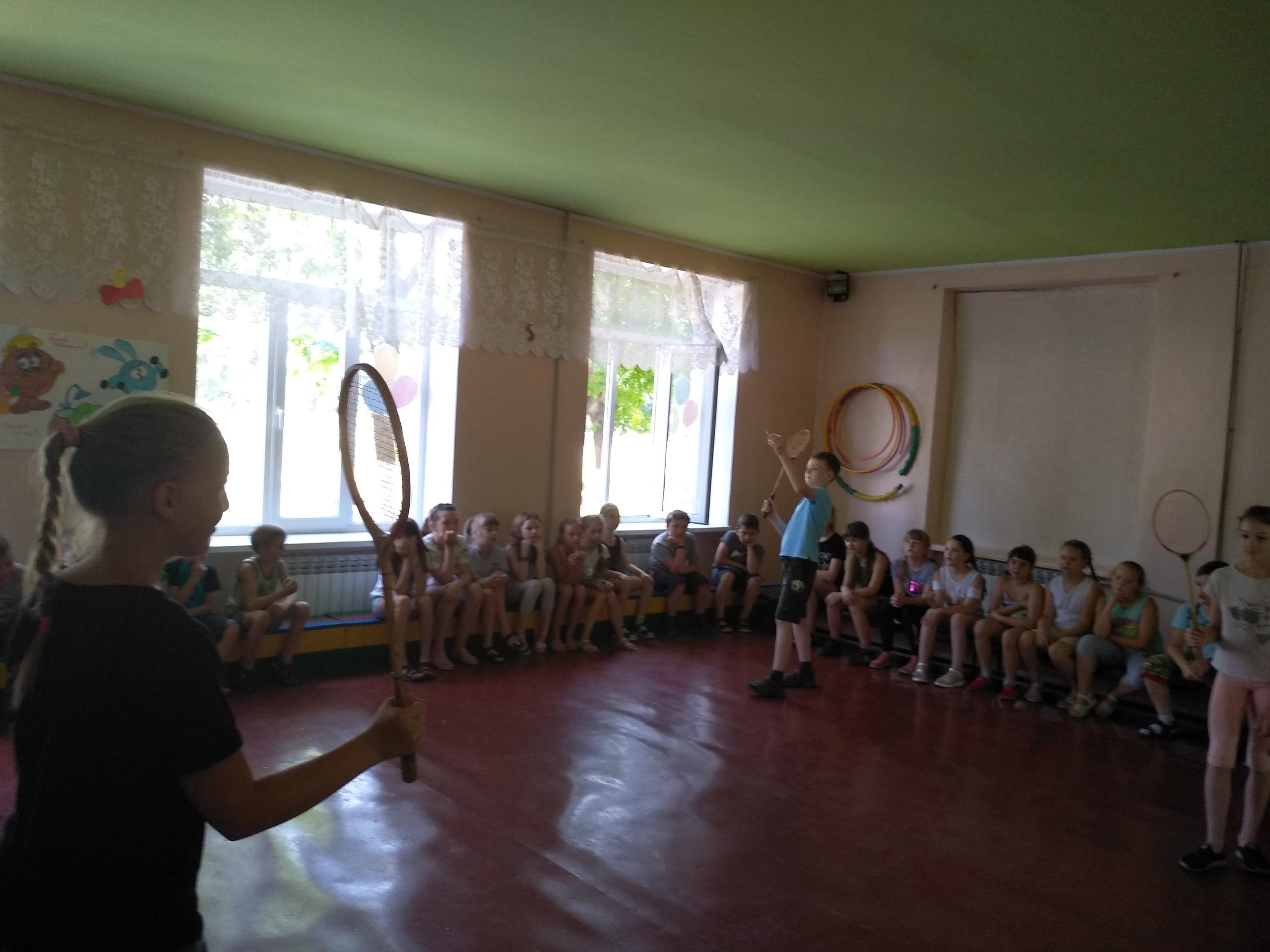 Соревнования по бадминтону
