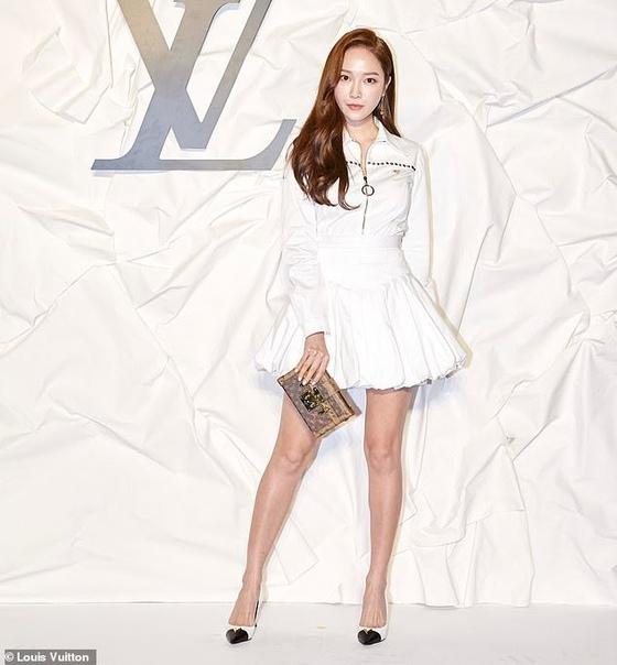 Алисия Викандер и Хлоя Морец на открытии бутика Louis Vuitton в Сеуле