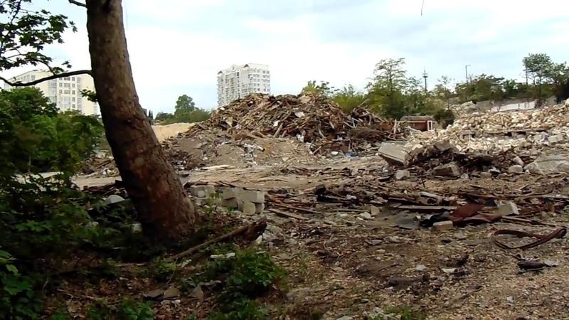 бульдозер начудил уже целую гору в Севастополе.