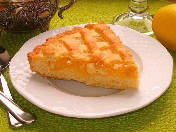 Песочный лимонный пирог – вкусная сладость к чаю.