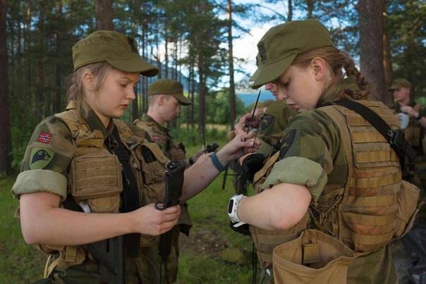 Norges Forsvar В октябре 2014-го в Норвегии был принят закон, согласно которому женщины в возрасте от 19 до 44 лет подлежат обязательному призыву на воинскую службу на срок от семи до