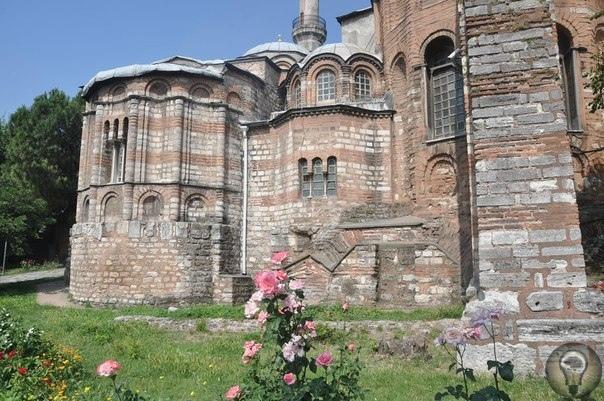 Карие - удивительная христианская церковь, сохраненная османами Полное название ее - Церковь Христа Спасителя в Полях, являлась частью монастыря в Хоре. В путеводителях по Стамбулу вы встретите