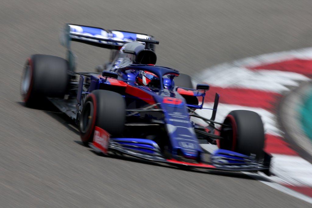 Даниил Квят за рулём болида Toro Rosso в Китае
