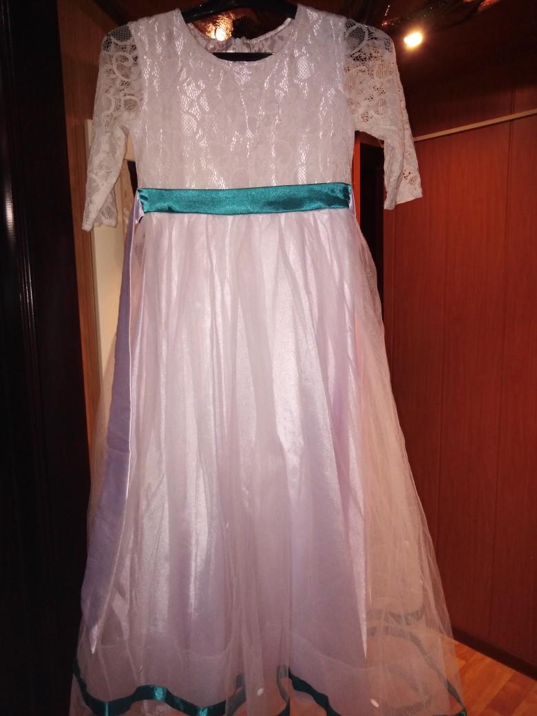 Продаю платье 1200 рублей, торг уместен.