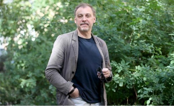 Сергей Чонишвили Сергей Чонишвили вывел формулу успеха в профессии играть самого себя. Даже если в персонаже культивируются иные черты, характер, актер должен идти рядом. Постоянная занятость в