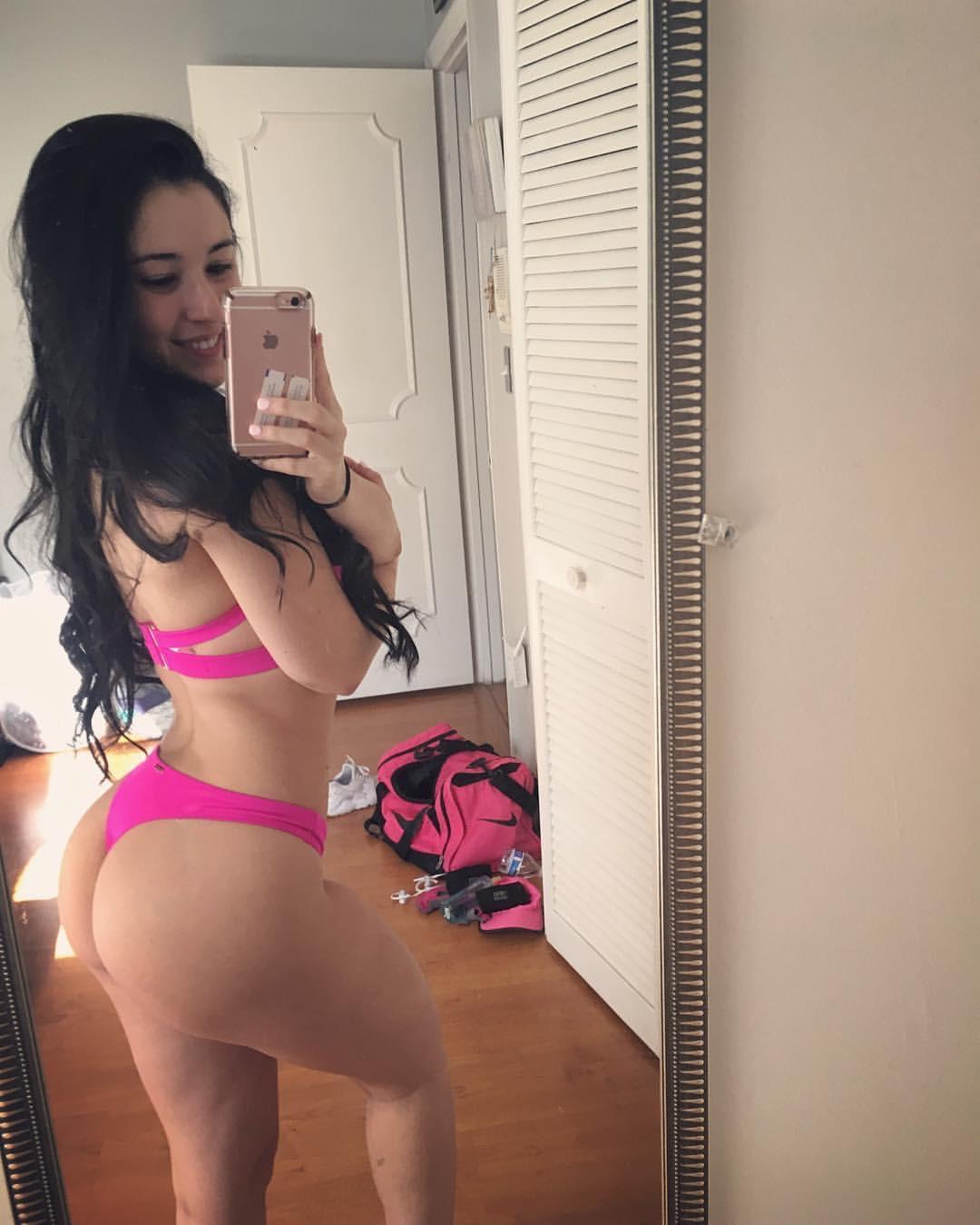 Boricua mami showing her ass
