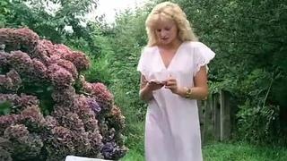 Полина на пляже / Pauline à la plage (1983) BDRip 720p (эротика, секс, фильмы, sex, erotic) [vk.com/kinoero] full HD +18 Франция эротическая мелодрама