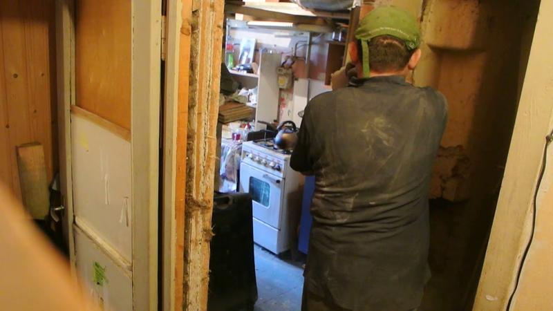 Metāla celtniecības kuvalda, koka durvis izlauž momentā ar tādu