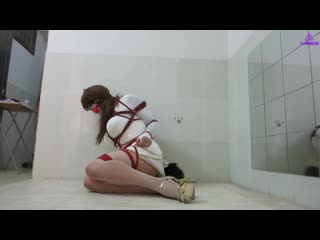 Chinese crossdresser in self-bondage