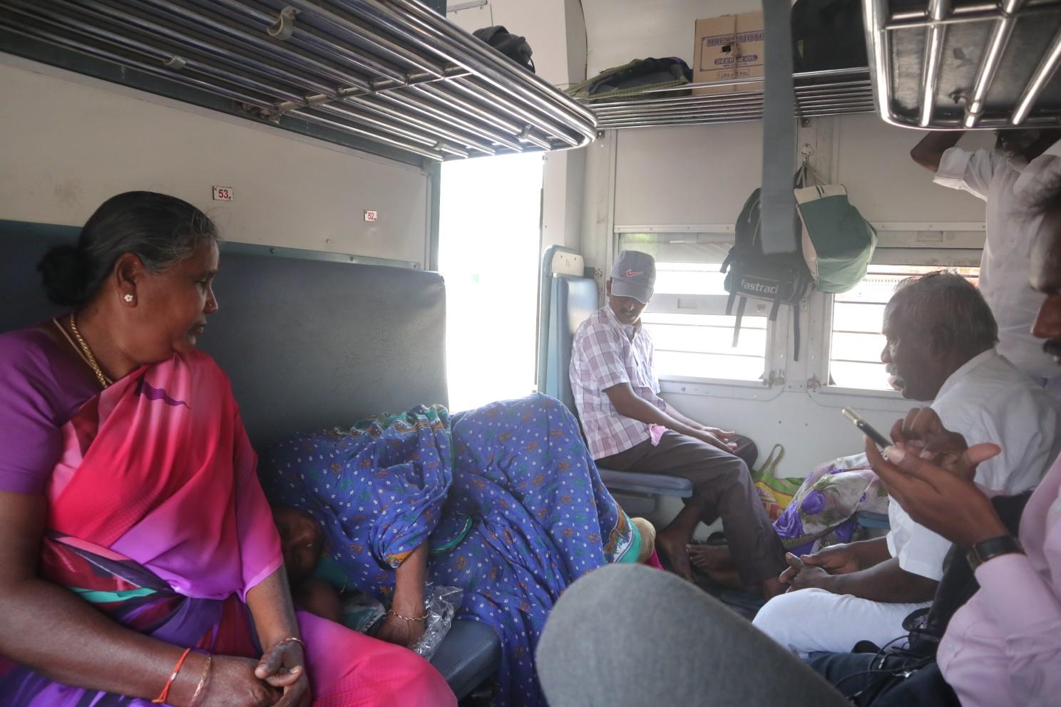 Обрёл первый опыт езды по индийским железным дорогам