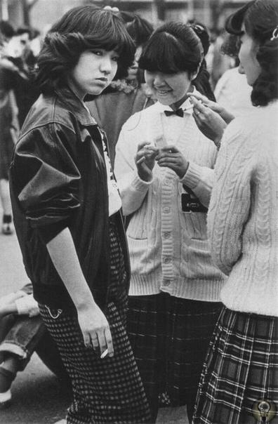 СУКЭБАН: ДЕРЗКИЕ ДЕВЧОНКИ, КОТОРЫЕ ДЕРЖАЛИ В СТРАХЕ ВСЮ ЯПОНИЮ В переводе с японского sue - женщина, а ban - босс. Так в 1960-е годы в Японии появилось понятие сукэбан, связанное с женскими