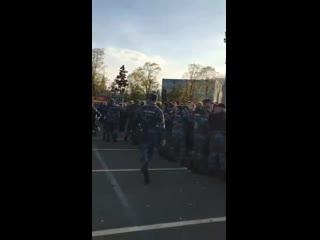 Вчера в парке Лужники в Москве проходил фестиваль Hip-Hop Mayday. Туда нагрянули мусора якобы из-за сообщений о минировании.