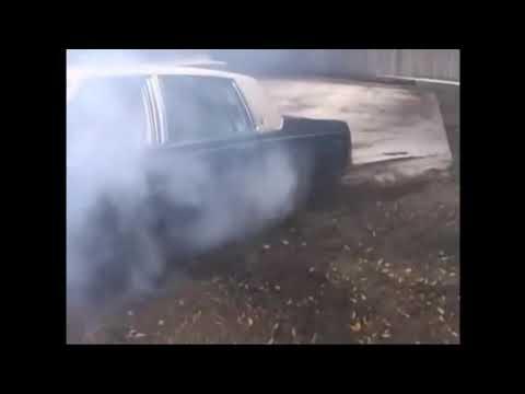 Car stuck sexy woman working to rescue - Seksi kadın arabayı batırdı kurtarmaya çalışıyor.