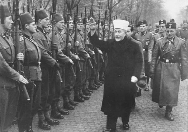 Тактика войск СС В начальный период войны вплоть до 1942 года немецкая военная доктрина базировалась на принцире так называемой молниеносной войны блицкрига. Практически все первые кампании на