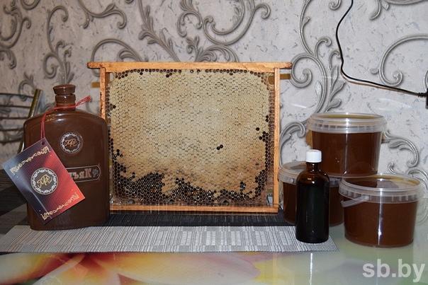 ЗОЛОТАЯ БАБОЧКА В БАНКЕ ЗДОРОВЬЯ Пчеловод из Борисова из личинок восковой моли изготавливает чудо-лекарство.Когда-то великий лекарь и ученый Авиценна сказал: «Пчела одно из семи сокровищ мира,