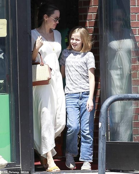 Анджелина Джоли с дочерью Вивьен Джулианна МурБлэк ЧайнаЭмили Ратаковски