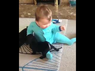 Дети и животные это прелесть 😍