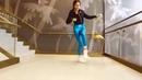 Девушка красиво танцует. Смотрите видео где девушки танцуют.