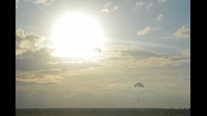 Парашютные прыжки курсантов ВПК Армеец